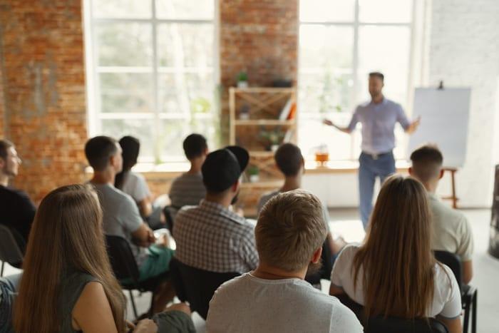 Szkolenia-dla-pedagogów-i-pracowników-placówek-oświatowych