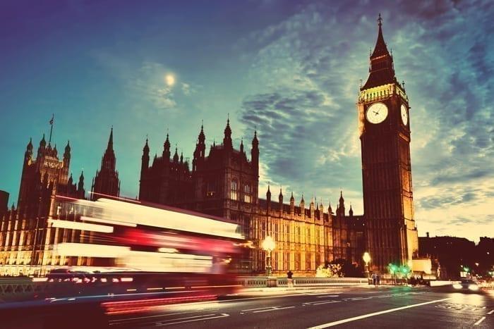 Jakie-są-kryteria-przyjęć-na-studia-w-Wielkiej-Brytanii
